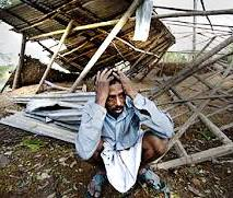 Cyclone forces 5 Lakh Bangladeshis to flee their homes