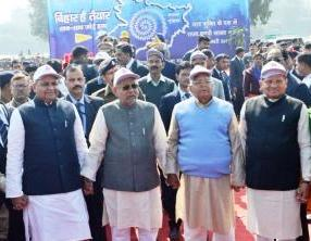 Bihar's Human Chain: Nitish – Lalu held hands for 45 minutes !