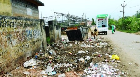 Stinking waste piles up in Jamshedpur
