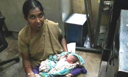 Policewoman breastfed Baby to save Life