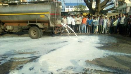 Milk flows over roads to Mumbai