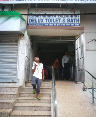 10 Platforms, 1 Toilet @ Patna Junction